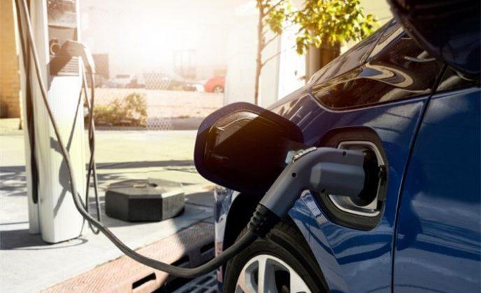 خودروهای الکتریکی ۵۰ درصد از تقاضای تولید پالایشگاهی می کاهد